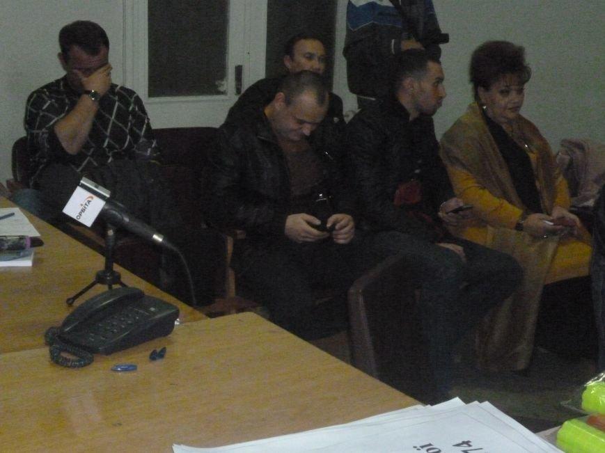 Красноармейский избирком: 20.00 давно миновало, но заседание все еще начинают ... с минуты на минуту (фото) - фото 4