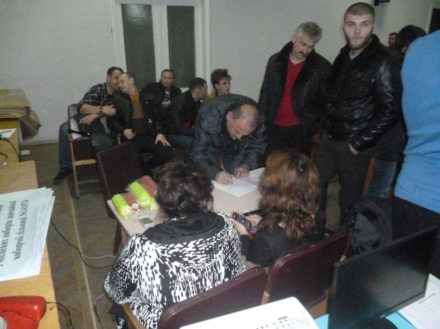 Красноармейский избирком: 20.00 давно миновало, но заседание все еще начинают ... с минуты на минуту (фото) - фото 3