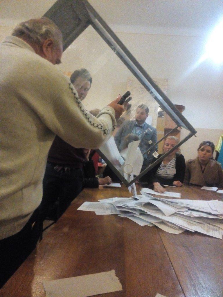 У Львові члени ДВК приступили до підрахунку голосів (ФОТО) (фото) - фото 1