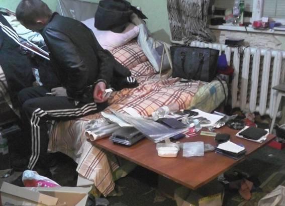 В Киеве в квартире наркодиллера милиция обнаружила оружие и боеприпасы (ФОТО, ВИДЕО) (фото) - фото 3
