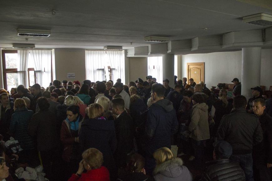 Городская избирательная комиссия Днепродзержинска работает в напряженной обстановке, фото-2
