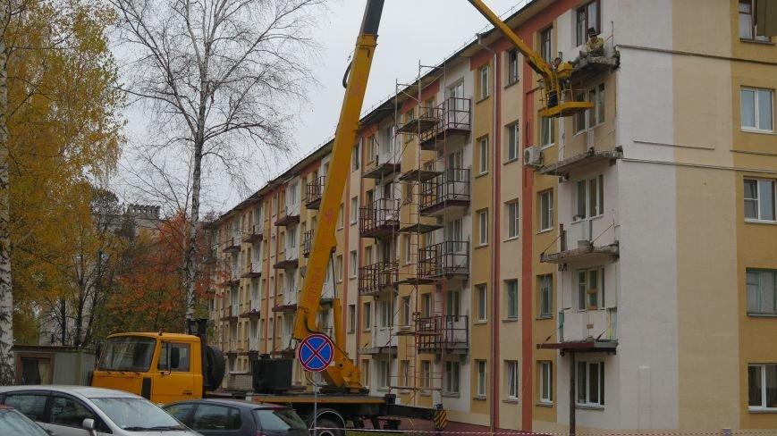Фотофакт: сроки на реставрацию балконов в Новополоцке вышли, а работа в самом разгаре, фото-2