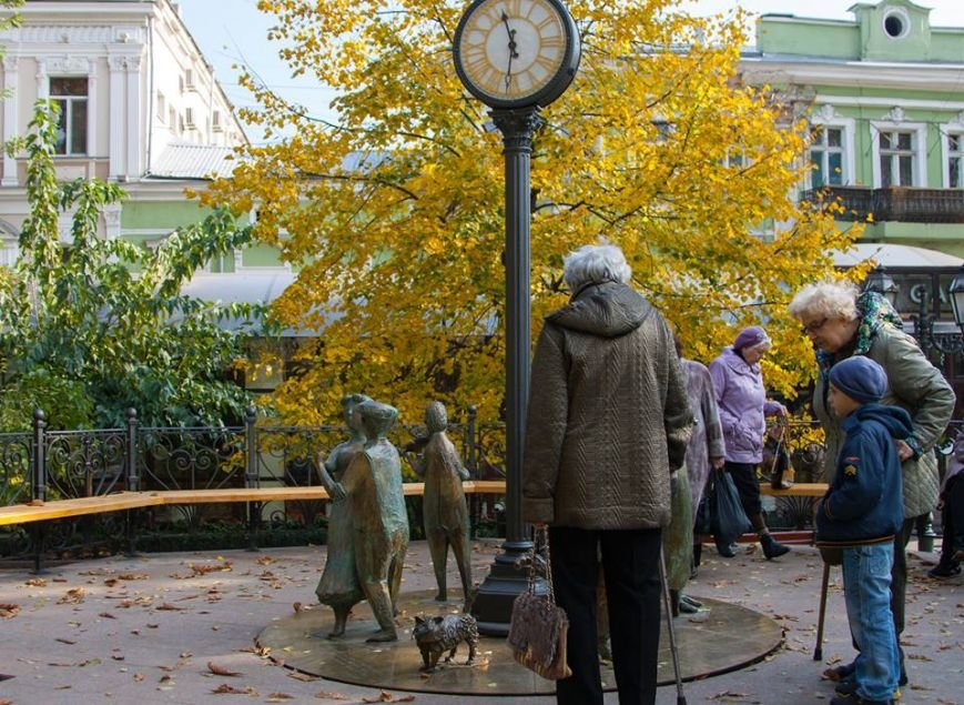 Они больше не крутятся: в горсаду поломалось «Одесское время» (ФОТО) (фото) - фото 1