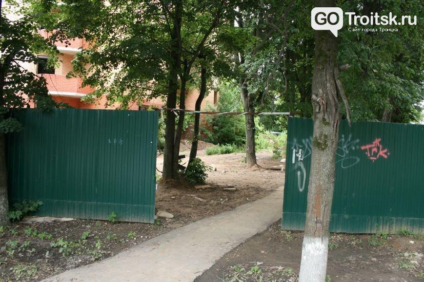 Глава городского округа Троицк Владимир Дудочкин дал распоряжение закрыть доступ к недостроенным объектам города, расположенным на улице Текстильщи...
