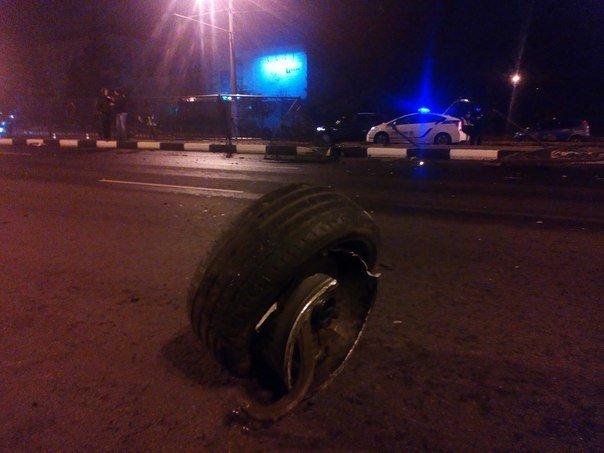 ДТП на проспекте Гагарина: иномарка врезалась в дорожное ограждение (ФОТО) (фото) - фото 1