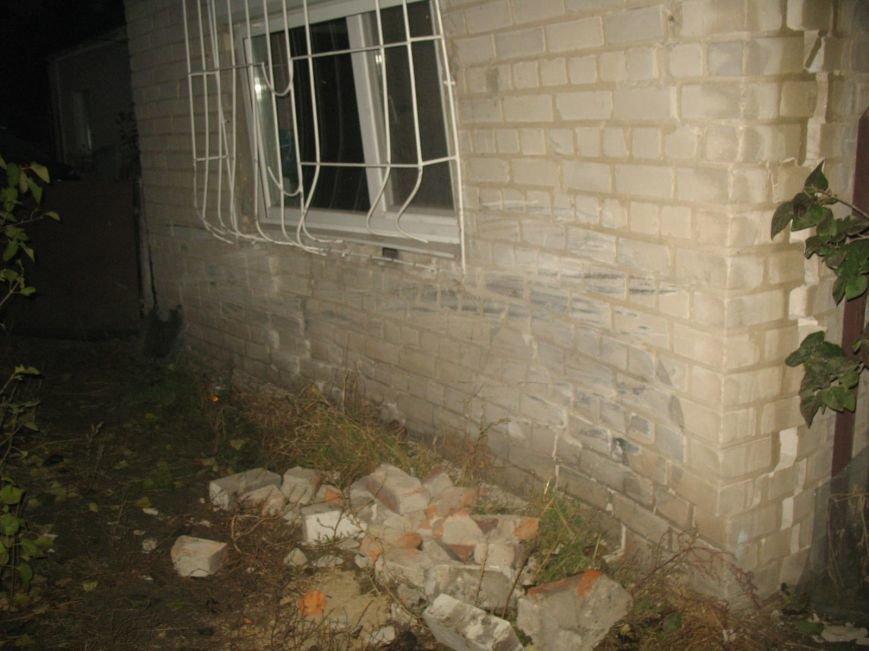 ДТП в Днепропетровске: Hyundai Accent врезался в жилой дом (ФОТО) (фото) - фото 1