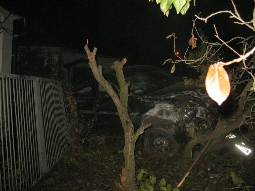 ДТП в Днепропетровске: Hyundai Accent врезался в жилой дом (ФОТО) (фото) - фото 4