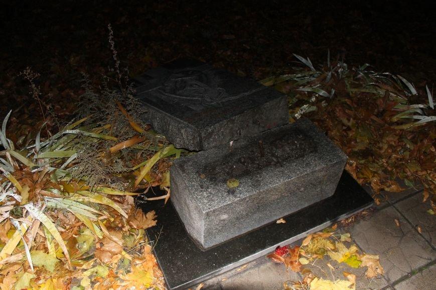 В Доброполье разрушили памятник Жертвам голодомора (ФОТО, ВИДЕО), фото-1