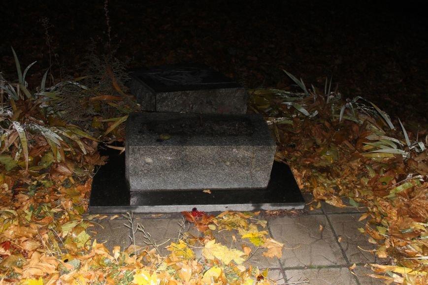 В Доброполье разрушили памятник Жертвам голодомора (ФОТО, ВИДЕО), фото-3