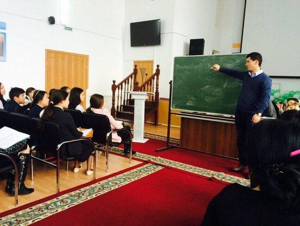 Студенты Атырау организовали дебат между школьников города (фото) - фото 1