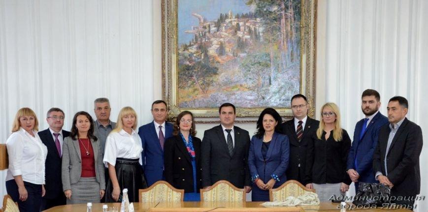 В Ялту прибыла делегация сербских политиков (2)