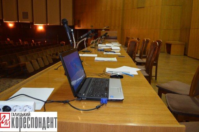 В Івано-Франківській обласній виборчій комісії порожньо, фото-3