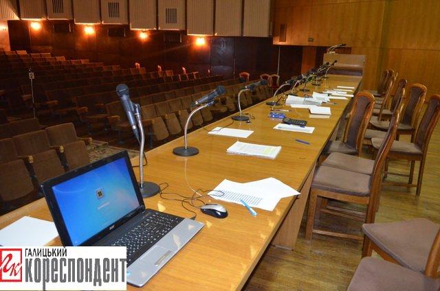 В Івано-Франківській обласній виборчій комісії порожньо, фото-4