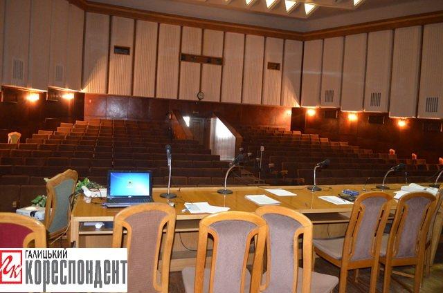 В Івано-Франківській обласній виборчій комісії порожньо, фото-1