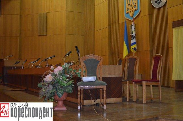 В Івано-Франківській обласній виборчій комісії порожньо, фото-2