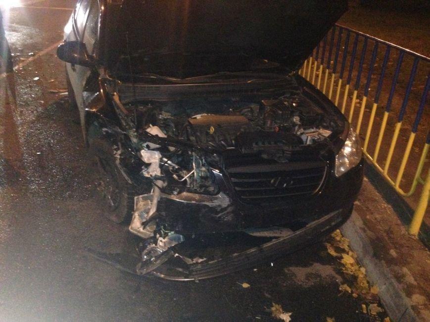 В Днепропетровске ДТП произошло прямо во дворе жилого дома (ФОТО), фото-1