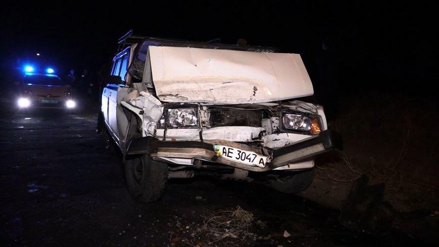 ДТП в Днепропетровске: смертельное столкновение ВАЗа и автобуса (ФОТО) (фото) - фото 1