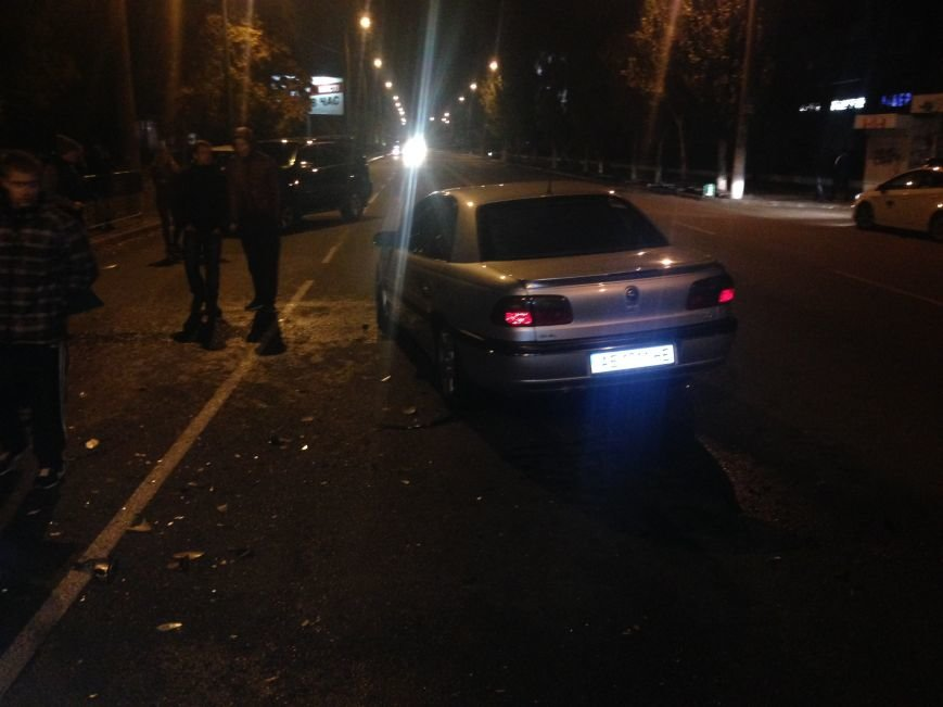 В Днепропетровске ДТП произошло прямо во дворе жилого дома (ФОТО), фото-2