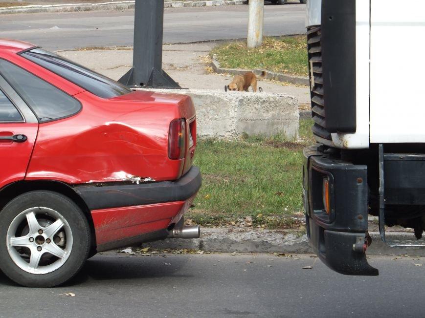 В Кировограде не разминулись грузовик и легковушка. ФОТО (фото) - фото 1