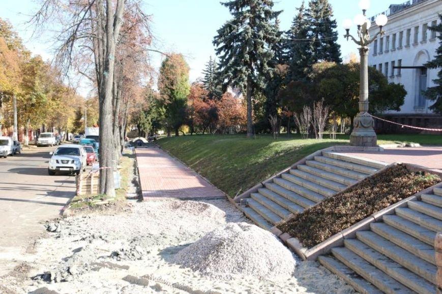 Тротуары в Чернигове продолжают ремонтировать между первым и вторым туром выборов, фото-4