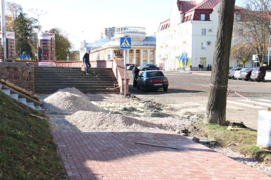 Тротуары в Чернигове продолжают ремонтировать между первым и вторым туром выборов, фото-2