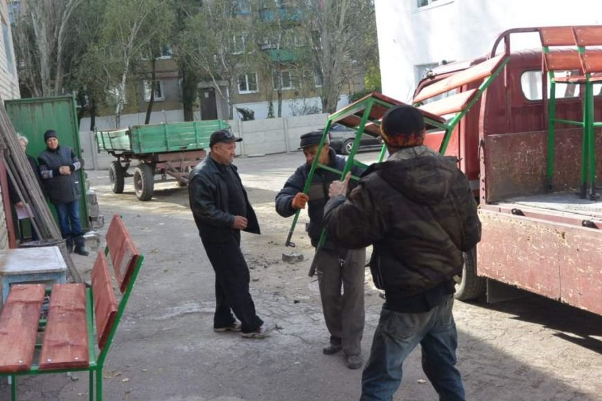 В Енакиево устанавливают лавочки и урны, фото-4