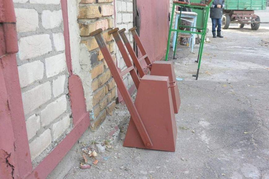 В Енакиево устанавливают лавочки и урны, фото-3