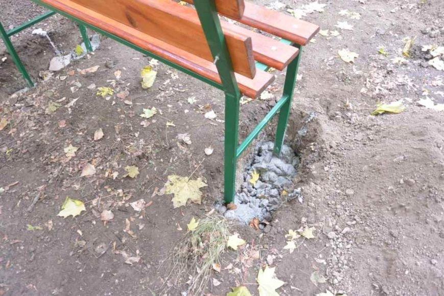 В Енакиево устанавливают лавочки и урны, фото-5