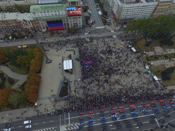 Как в «ДНР» нарисовали «150 тысяч людей» на «день флага республики» в Донецке (ФОТОФАКТ) (фото) - фото 2