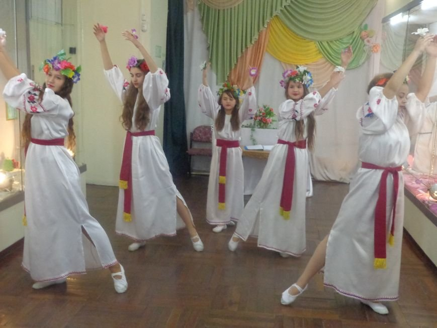 В Красноармейском историческом музее презентовали многогранную выставку «Українська душа» (фото) - фото 4