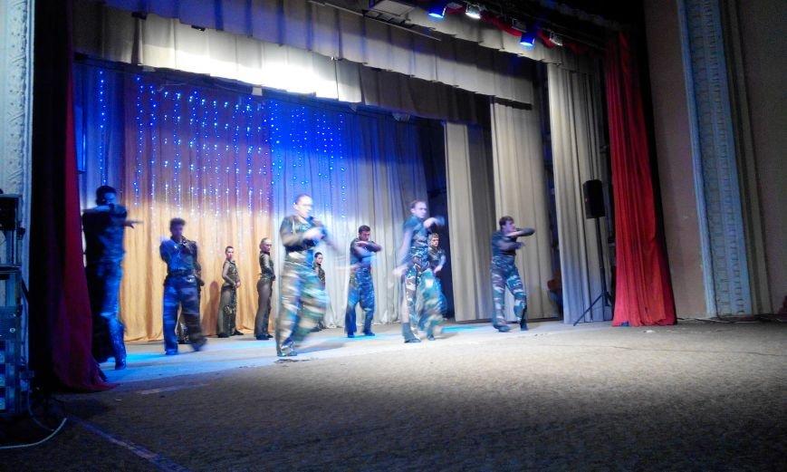 Краматорчане пели «Катюшу» вместе с пограничниками (фото) - фото 5