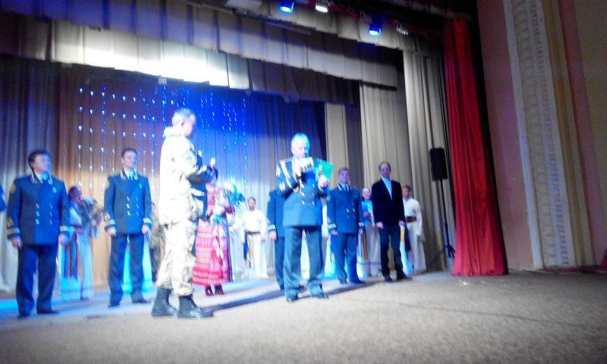 Краматорчане пели «Катюшу» вместе с пограничниками (фото) - фото 7