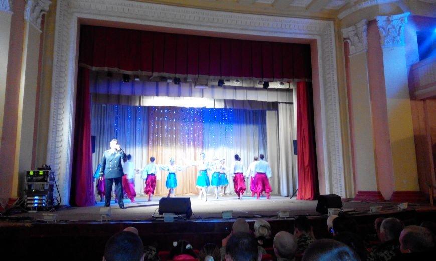 Краматорчане пели «Катюшу» вместе с пограничниками (фото) - фото 4