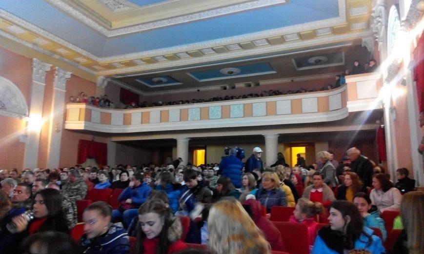 Краматорчане пели «Катюшу» вместе с пограничниками (фото) - фото 3