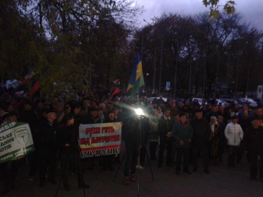 Шины и протесты в Павлограде: митингующие требуют не отменять второй тур выборов мэра, фото-1