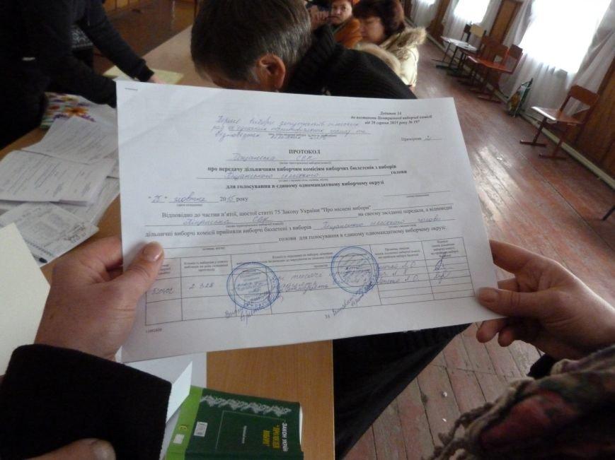 Порушення на виборах у Кременчуцькому районі: частину бюлетенів забули вчасно роздати і  не поклали їх на зберігання до сейфу (ФОТО) (фото) - фото 1