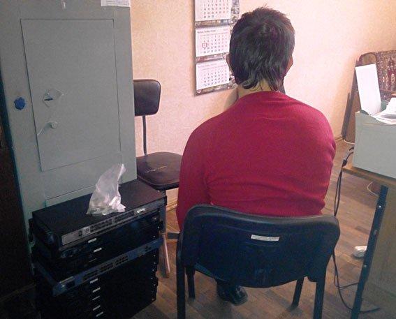 В Полтаві чоловік викрадав інтернет-обладнання з багатоповерхівок (фото) - фото 1