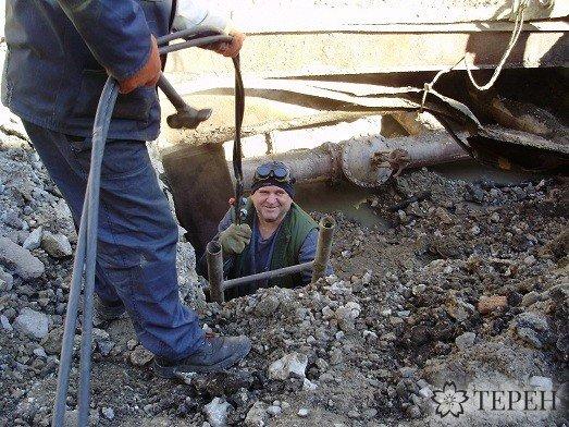 У Тернополі під землю провалилася вантажівка (фото) (фото) - фото 1