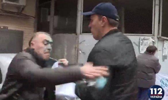 В Киеве экс-свободовца Мирошниченко облили зелёнкой (ФОТО) (фото) - фото 2