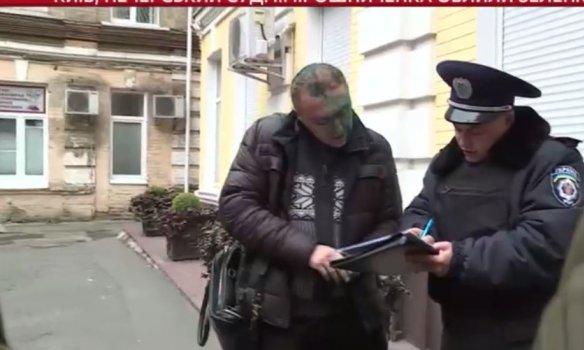 В Киеве экс-свободовца Мирошниченко облили зелёнкой (ФОТО) (фото) - фото 3