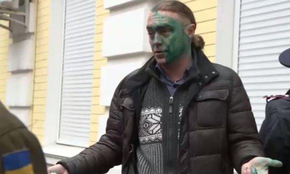 В Киеве экс-свободовца Мирошниченко облили зелёнкой (ФОТО) (фото) - фото 4