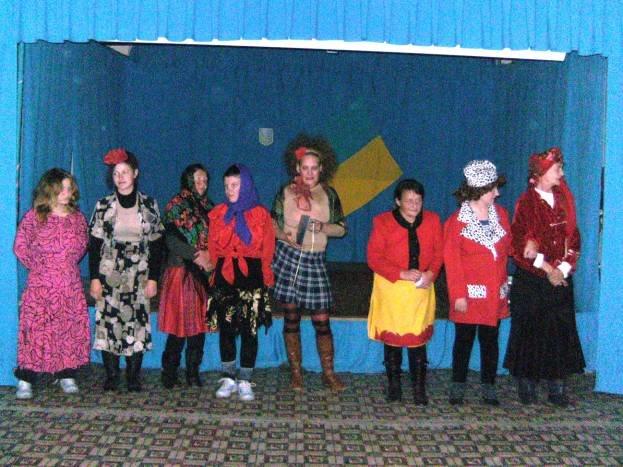 На Днепропетровщине осужденные женщины соревновались в умении петь частушки (фото) - фото 1