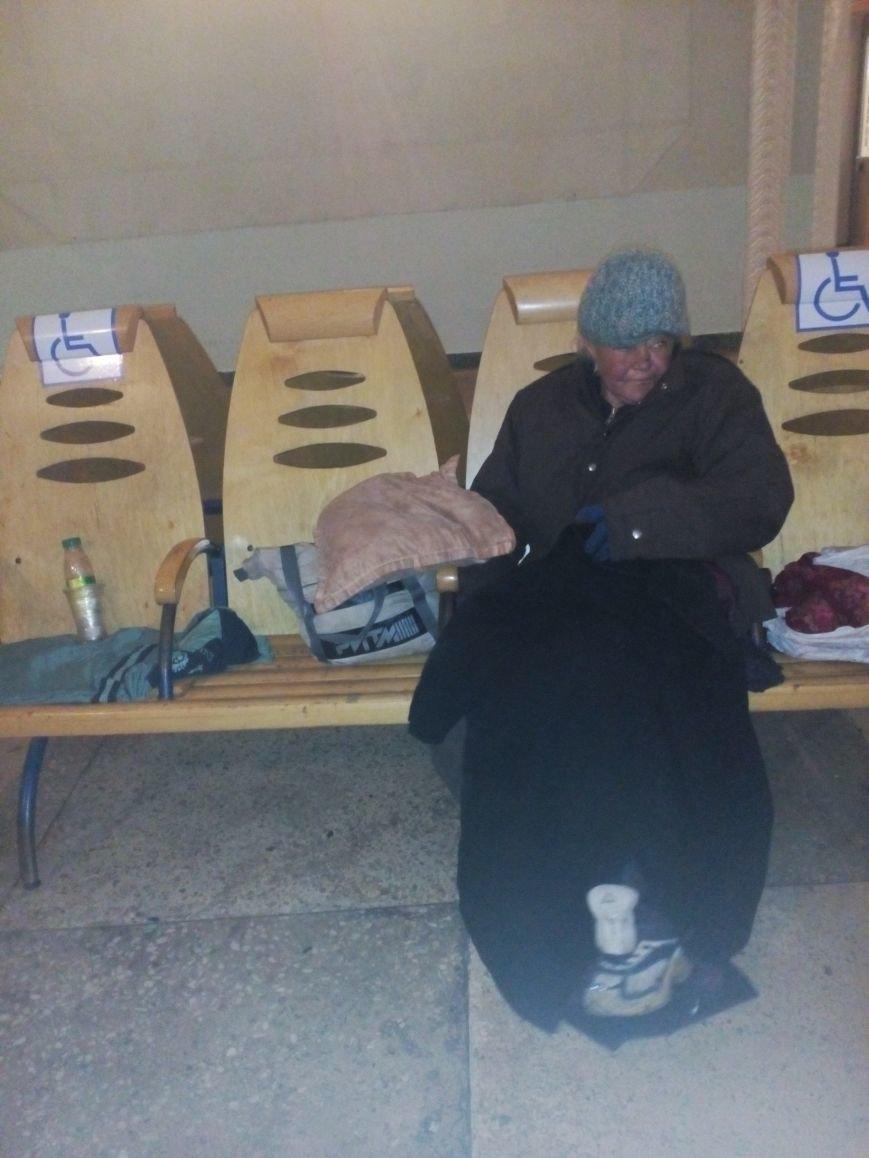 У Полтаві безхатьки заполонили вокзали (ФОТО), фото-1