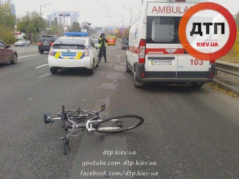 """На Воссоединения водитель """"Пежо"""" сбил велосипедиста (ФОТО), фото-3"""