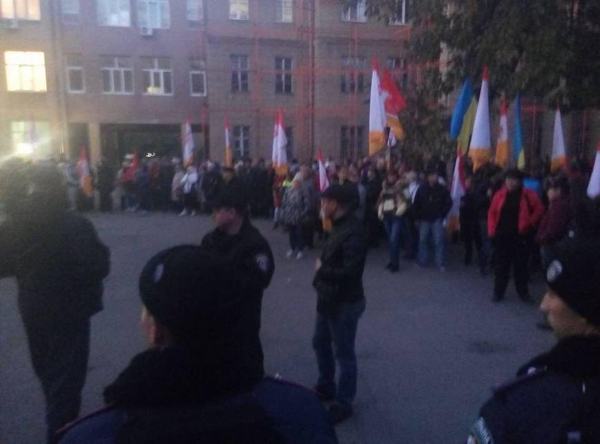 Под зданием одесского суда одновременно митингуют сторонники и противники Боровика (ФОТО) (фото) - фото 1