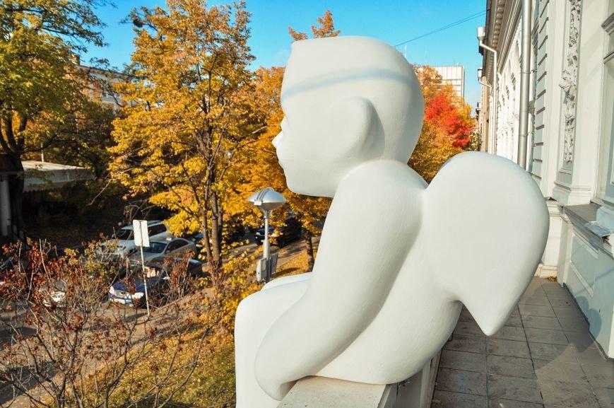 В Музее Шевченко установили скульптуру ангела (ФОТО) (фото) - фото 5