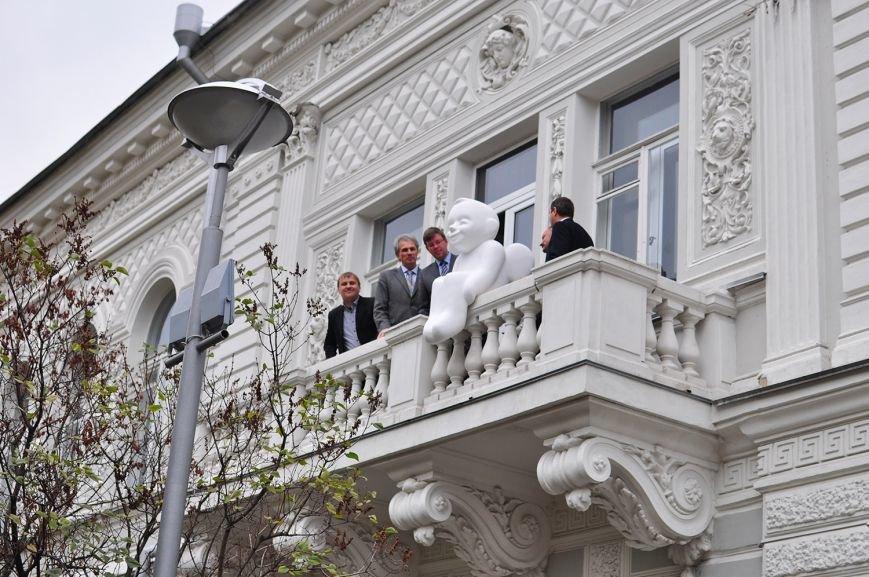 В Музее Шевченко установили скульптуру ангела (ФОТО) (фото) - фото 2