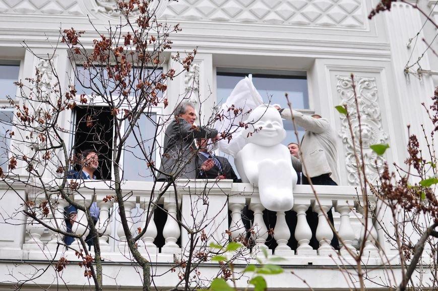 В Музее Шевченко установили скульптуру ангела (ФОТО) (фото) - фото 1