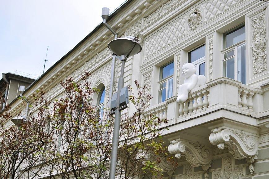 В Музее Шевченко установили скульптуру ангела (ФОТО) (фото) - фото 3