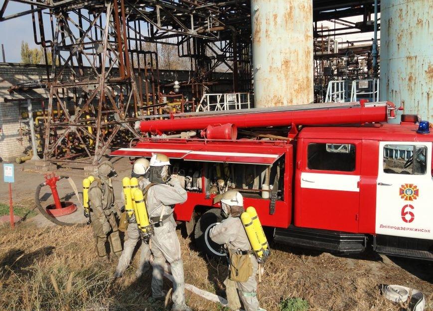 В Днепродзержинске спасатели ликвидировали условную аварию с выбросом аммиака (фото) - фото 1